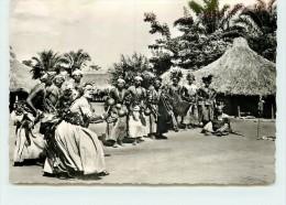 A TRAVERS LE CONGO  - Danseurs Bambuli. - Belgisch-Congo - Varia
