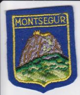 ECUSSON TISSU BRODE MONTSEGUR ARIEGE SITE FORME BLASON - Blazoenen (textiel)