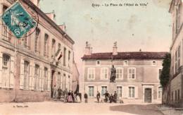 Cpa  54  Briey , Place De L'hotel De Ville Animee - Briey