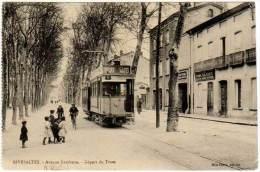Rivesaltes - Avenue Gambetta - Départ Du Tram (Melle Clara éditeur) - Rivesaltes