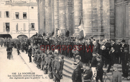 17 - LA ROCHELLE  -  Les Autorités Assistant Au Depart Des Regiments Pour La Guerre 1914  - 2 Scans - La Rochelle