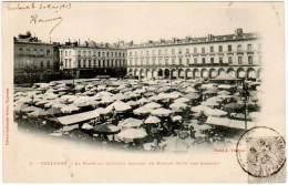 Toulouse - La Place Du Capitole Pendant Le Marché (côté Des Arcades) - Toulouse