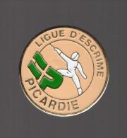 Pin's Ligue D'escrime De Picardie - Escrime