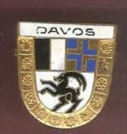38813-Broche.Davos Dans Les Grisons .ski.montagne.signé Huguenin. - Città
