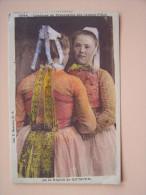 29 QUIMPER Costume De Procession Des Jeunes Filles Folklore - Quimper