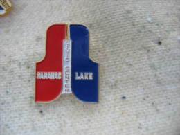 Pin´s Du Civic Center à SARANAC LAKE (USA). Patinoire, Hockey Sur Glace, évenements Skating - Patinaje Artístico