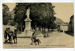 CPA  05 :  VEYNES  Monument Rue Gambetta Avec Chien Et Vélo   A   VOIR  !!! - Other Municipalities