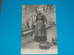 56)- Moeurs Et Costumes Bretonnnes N° 238  - Une Fileuse Au Rouet  EDIT ND - Unclassified