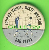 PIN´S - MACARONS - VOLLEYBALL - TOURNOI AMICAL MIXTE MOLSON - 1er ÉDITION 1983 - BAR  ÉLITE SEPT-ILES - - Volleyball