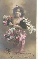 CPA COLORISEE De 1906 - HEUREUX ANNIVERSAIRE - Une Petite Fille Aux Fleurs - VAN - - Anniversaire