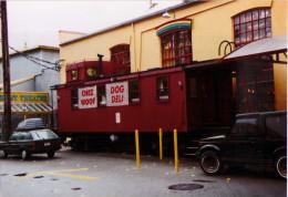 Vancouver - Caboose En Bois Au Marché Granville Island - 1998 - Trains