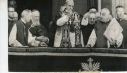 Photo  De Presse - PAPE  - Le Cardinal  MONTINI  élu  PAUL VI  En 1963 Son Premier Méssage Au Monde - Personnes Identifiées