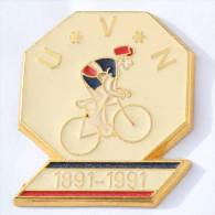 Pin's 100 Ans De L' UVN - 1891/1991 -  Unino Vélocipédique Du Neubourg (27) - Cycliste - Zamac - D1135 - Wielrennen