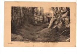 C P A--AFRIQUE      DAHOMEY PORTO-NOVO--vieille Rue Du Village Indigène--voir 2 Scans - Dahomey