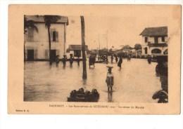 C P A--AFRIQUE  DAHOMEY-les Inondations De COTONOU 1925--le Retour Du Marché---voir 2 Scans - Dahomey