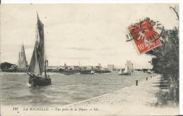 17 - CHARENTE MARITIME - LA ROCHELLE - Vue Prise De La Digue - La Rochelle