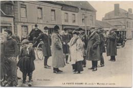 28 - La Ferté-Vidame - Maîtres Et Invités - La Rue Bien Animée - France