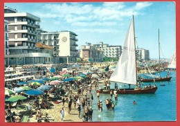CARTOLINA VG ITALIA - CATTOLICA (RN) - Grandi Alberghi Sulla Spiaggia - 10 X 15 - ANNULLO 1966 - Rimini