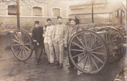 CPA  PHOTO .ARTILLERIE MILITAIRE.   CANON DE 75. Guerre 1914.1918 - Matériel