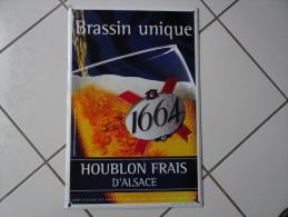 AUTHENTIQUE Et JOLIE PLAQUE EMAILLEE BIERE 1664. - Advertising (Porcelain) Signs