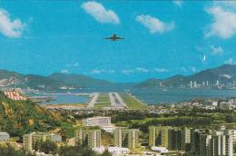 HONG KONG - PLANE LANDING FROM LUNG TSEUNG ROAD - Postcards