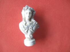 Fève Buste De Femme Série à La Court Du Roi Année 2003 ¤ Fèves ¤ Rare ¤ T 4 - History
