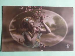 Jeune Femme à La Branche D'amandier - Femmes