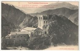 66 - SAINT-MARTIN-DU-CANIGOU - Vue D'ensemble De L'Abbaye (côté De L'Abside) Et Des Montagnes Environnantes - LF 42 - Autres Communes