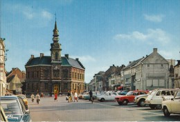 LESSINES (Belgique - Hainault) - CP - Grand'Place + Voitures : Citroën Dyane Et 2cv, SIMCA 1000, Mercédès - Lessines
