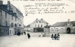 Is sur Tille - Place de la r�publique - cantonnement de la 19 ieme compagnie