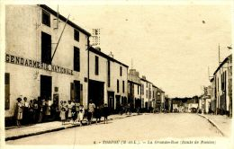 N°40730 -cpa Torfou (49) -la Grande Rue- Gendarmerie- - Police - Gendarmerie