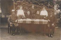 AK Motiv & Ort Unbekannt Familienbild Photograph Max Maetschke Schaderitz Truppenübungsplatz Lamsdorf Schlesien - Postcards