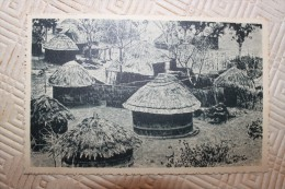 BB - RODHESIE - Un KRAAL - LES HUTTES SONT CONSTRUITES EN RUCHES D´ABEILLES AVEC DES MATERIAUX TRES - Zambia