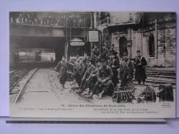 PARIS - GREVE DES CHEMINOTS DU NORD (1910) - REPRODUCTION - 13 - SURVEILLANCE DE LA VOIE FERRE PAR LA TROUPE.... - Métro Parisien, Gares