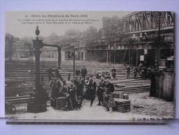 PARIS - GREVE DES CHEMINOTS DU NORD (1910) - REPRODUCTION - 6 - LES SOLDATS SURVEILLANT LES TRAINS AU PONT MARCADET - Métro Parisien, Gares