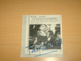 SIGNATURE MANUSCRITE AUTOGRAPHE DEDICACE BRIGITTE BARDOT BB CINEMA MOVIE Actrice Signé Sur Coupure De Presse V1970 - Autographes