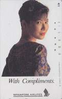 Télécarte Japon / 110-112525 - AVIATION - SINGAPORE AIRLINES - STEWARDESS - JAPAN Phonecard - Femme Girl - Avion 694 - Flugzeuge
