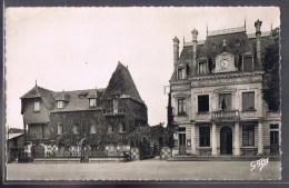 TOUQUES . La Mairie Et La Maison Normande . - Otros Municipios