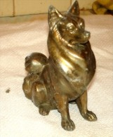 ANCIEN SCULPTURE BRONZE OU REGULE PATINE DORE CHIEN GENRE MALAMUT ALASKAN - Bronzes