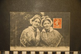 CP, Folklore, Costume, Jeunes Paysannes Auvergnates N°2035 Edition VDC ELD Auvergne Pittoresque - Folklore