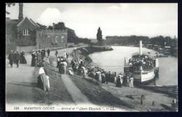 Cpa Angleterre Hampton Court  Arrival Of Queen Elisabeth   AO45 - London
