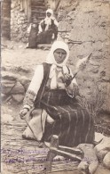 CP Photo 14-18 Serbie - Type De Femme Serbe, Fileuse, Rouet, Costume (A86, Ww1, Wk1) - Serbia