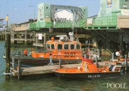 Postcard - Poole Lifeboats, Dorset. 2-54-08-12 - Barche