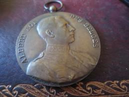 MÉDAILLE -ALBERT ROI DES BELGES- 1923- SOCIETE ROYALE CONCOURS HIPPIQUE GRAVEE J.WITTERWULCHE - Royaux / De Noblesse