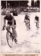 P 781- TOUR DE FRANCE - 1955 - 6em étape 195 Km - Colmar - Zurich - Darrigade Vainqueur - Belle  Photo 18 X 24 Cm - Cycling