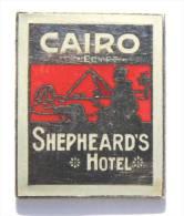 Pin´s LE CAIRE (Egypte) - CAIRO  SHEPHEARD´S HOTEL - Pyramide - Sphynx - Touareg - Démons & Merveilles - D1209 - Marques