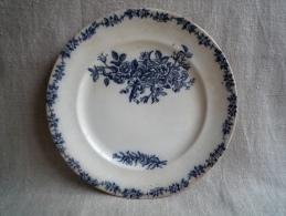 Assiette Terre De Fer Décor Fleuri Bleu De Cobalt Logo Cor De Chasse ? 19ème. Voir Photos. - Terre De Fer (FRA)