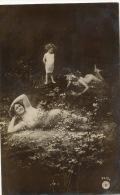 Surrealisme Montage Petites Filles Et Dame Sexy Allongées Dans L Herbe Oranotypie - Other