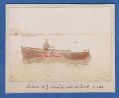 Photo Ancienne Avant 1900 - Ledoré Et J. Dans La Rade De BREST ( Finistère ) - Canot , Bateau , Marin - Bateaux