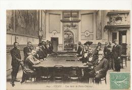 Jeu De Casino  Vichy Une Salle De Petits Chevaux Edit Beguin St Gerand - Cartes Postales